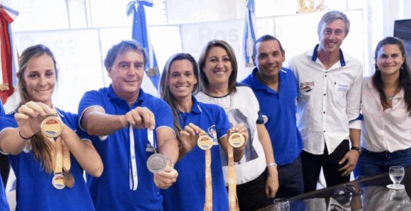 Mónica Fein recibió a competidores locales que participaron del Mundial de Salvamento Deportivo.